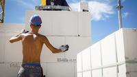 Bauarbeiter oben ohne