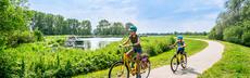 Mt 195 kinder radfahren ba%cc%88ume weg deich achterwasser usedom 07 20